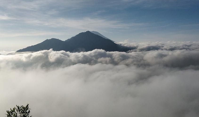 Gunung-Agung-Bali,-Berita-Terkini-Gunung-Agung-Meletus